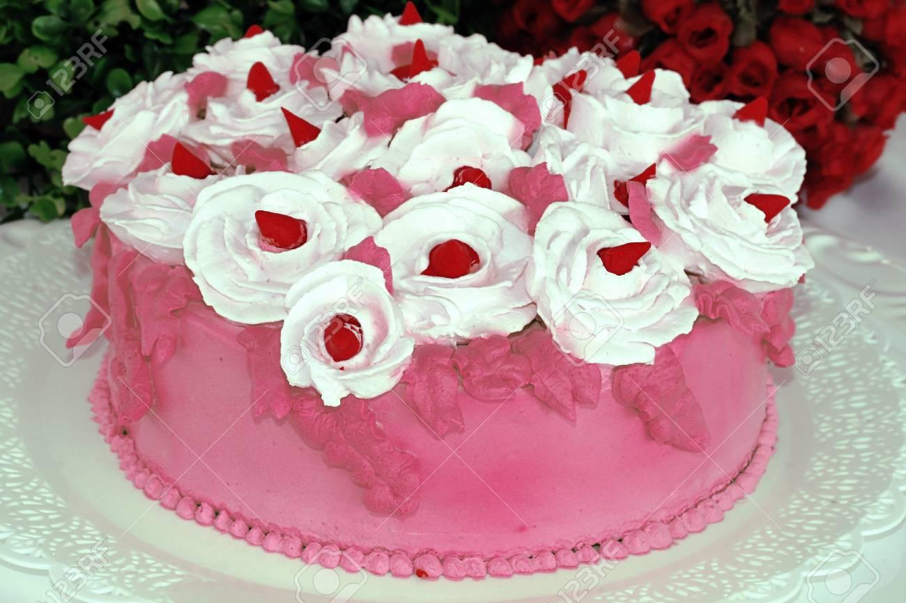 Chatilly Crème Roses Blanches Décoration Gâteau Rose Banque Dimages