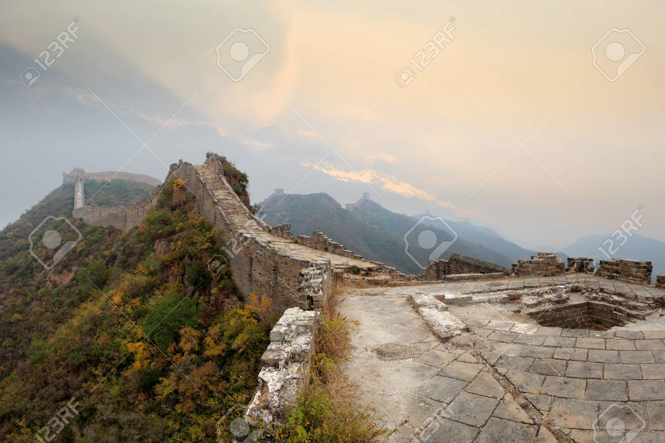 the great wall of china in autumn morning Stock Photo - 11486766