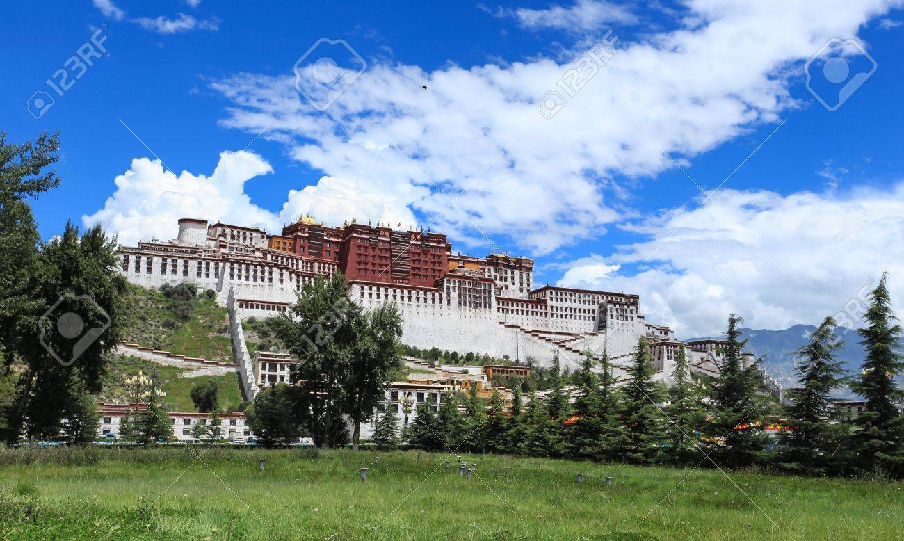 panorama of potala palace in lhasa,tibet,China Stock Photo - 14963329