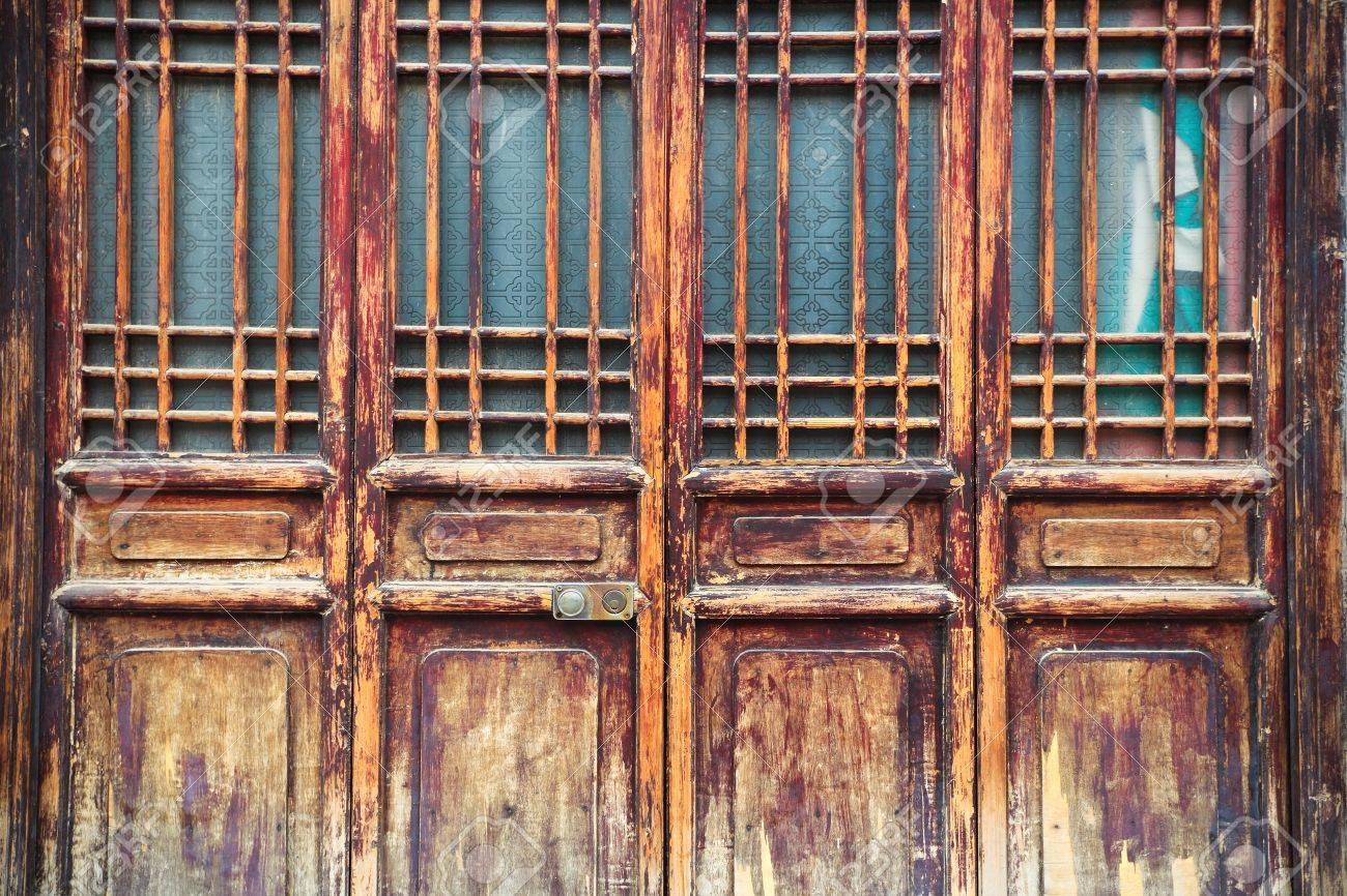 Деревянная решетка на окно