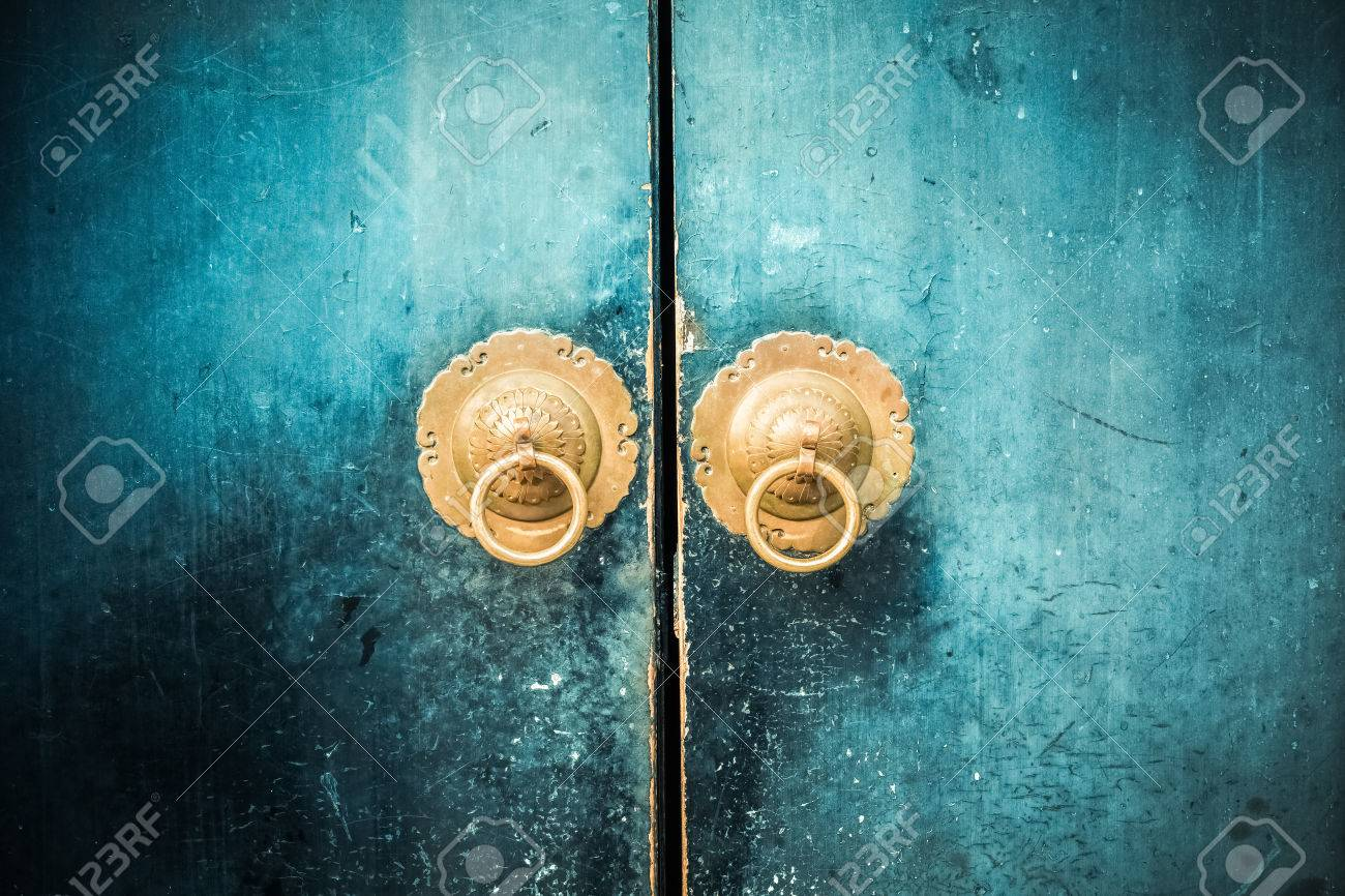 old wooden door and antique oriental knocker Stock Photo - 48409995 - Old Wooden Door And Antique Oriental Knocker Stock Photo, Picture