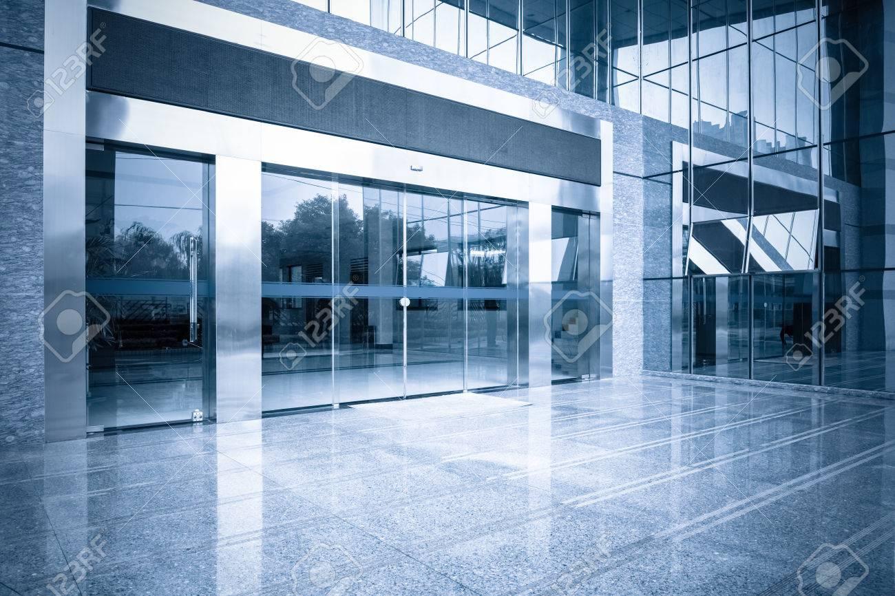 Porta Ingresso Ufficio : Moderno ufficio ingresso cancello delledificio e porta a vetri