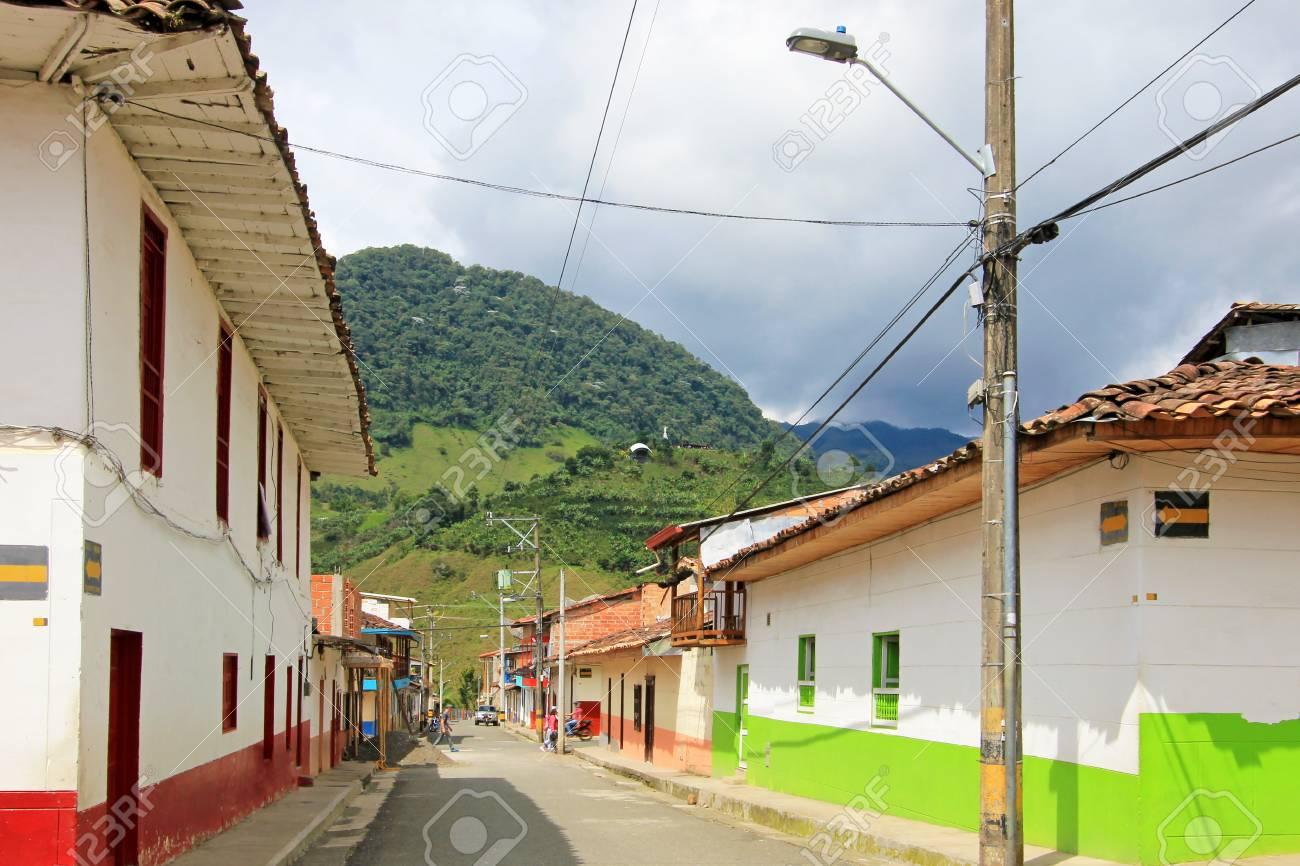 Maisons Colorees Dans La Ville Coloniale Jardin Antoquia Colombie