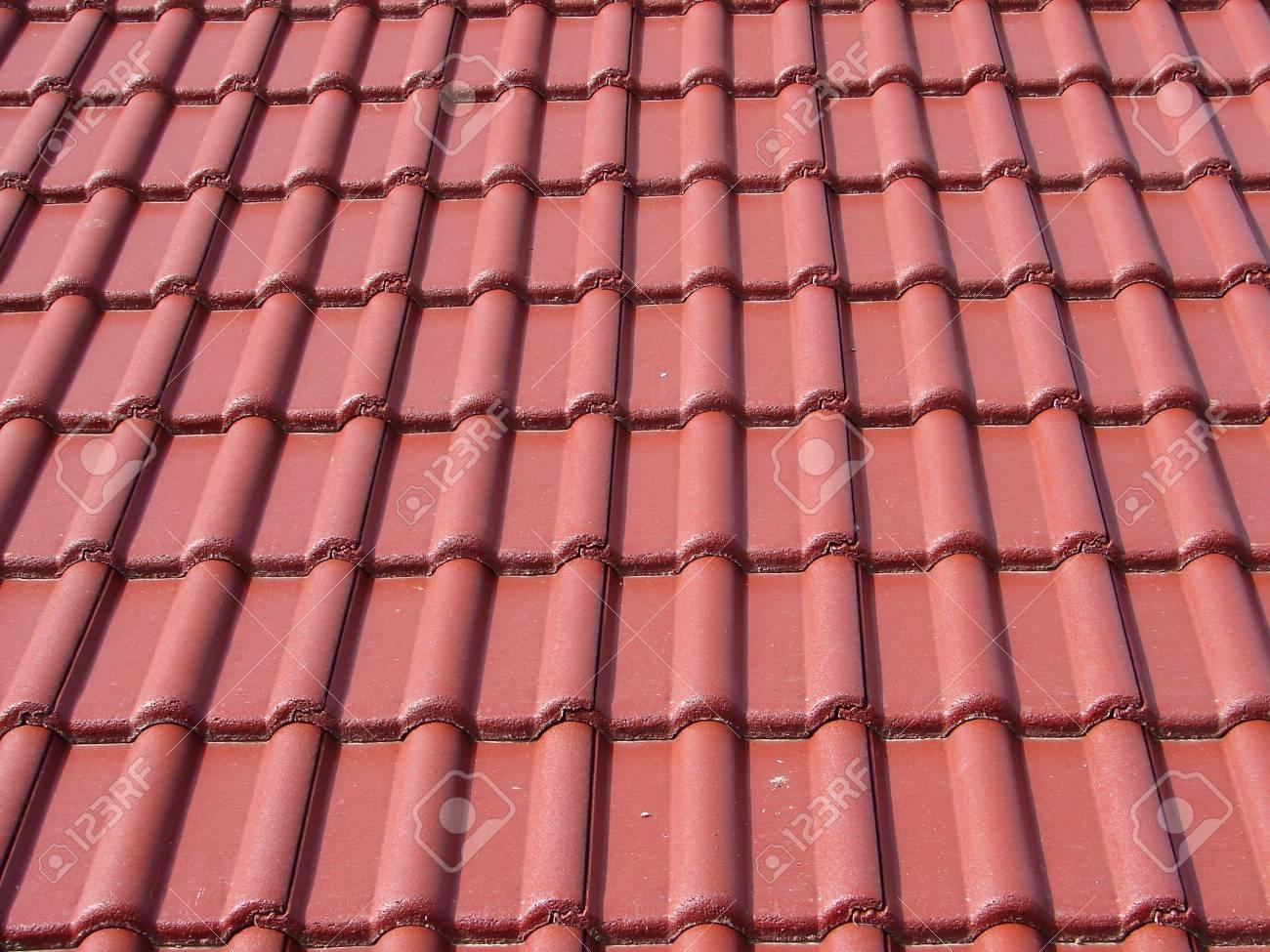 Dachziegel dunkelrot  Dunkelrote Farbe Neue Dachziegel Lizenzfreie Fotos, Bilder Und ...