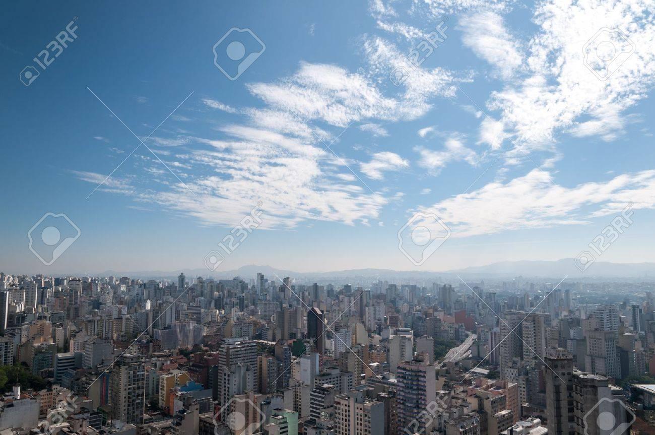 23dca70329 Luchtfoto van het gebied ten noordwesten van Sao Paulo Jaraguá Peak in de  achtergrond Stockfoto -