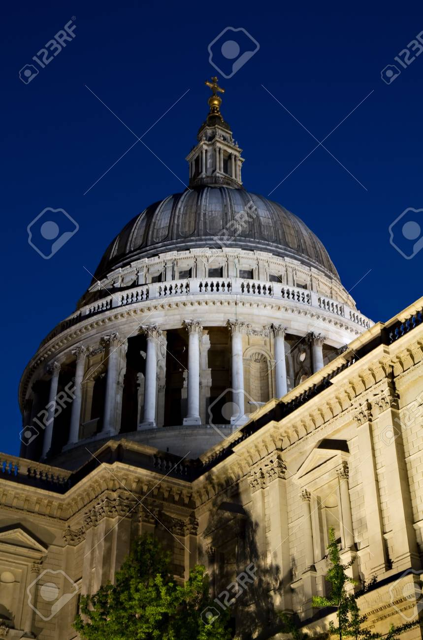 Illuminated Dome of St. Paul's during the blue hour, London, England Stock Photo - 7530760