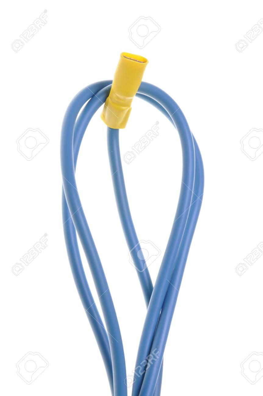 Blaue Elektrische Kabel Mit Klemme Isoliert Auf Weißem Hintergrund ...