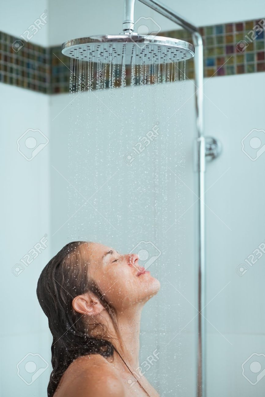 Фото девушка под струями душа 5 фотография
