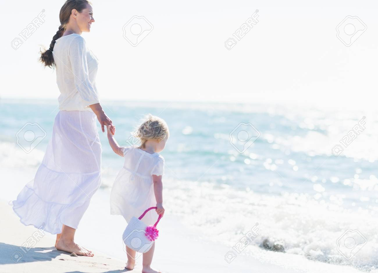Mother and baby looking at sea Stock Photo - 21360661