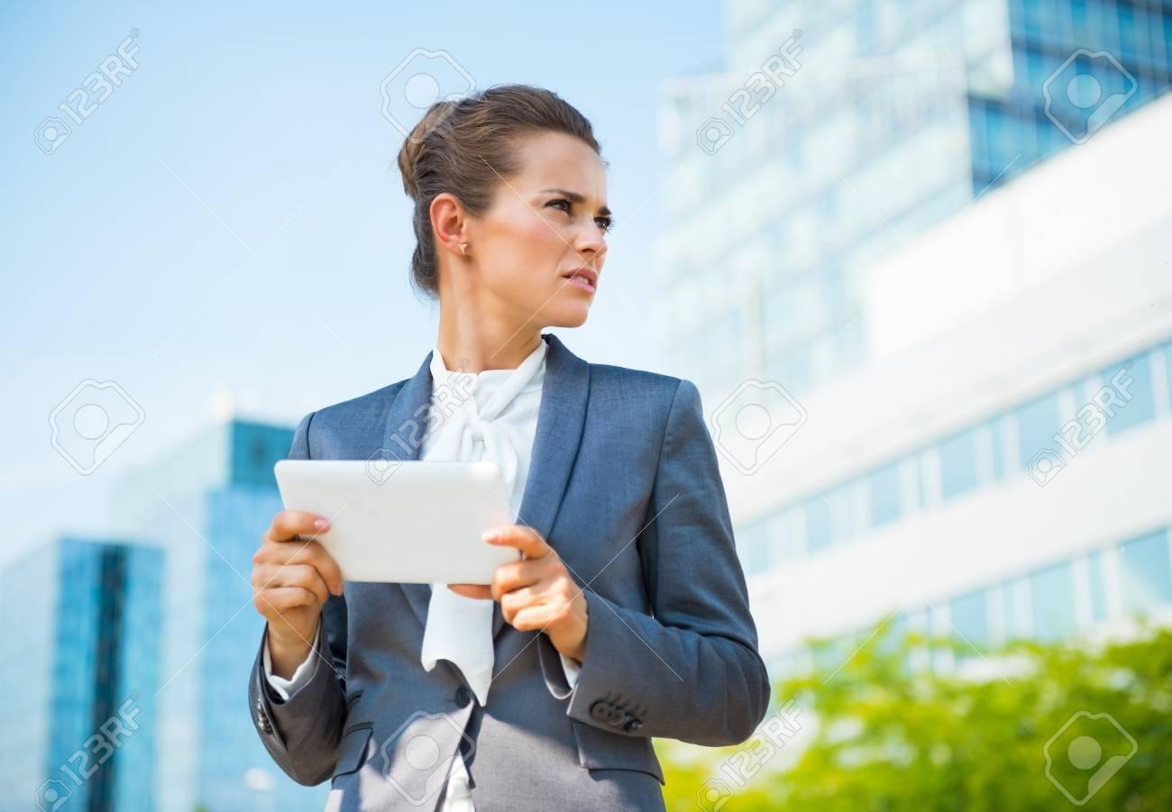 Dans l évolution des affaires ultra modernes portrait de femme d