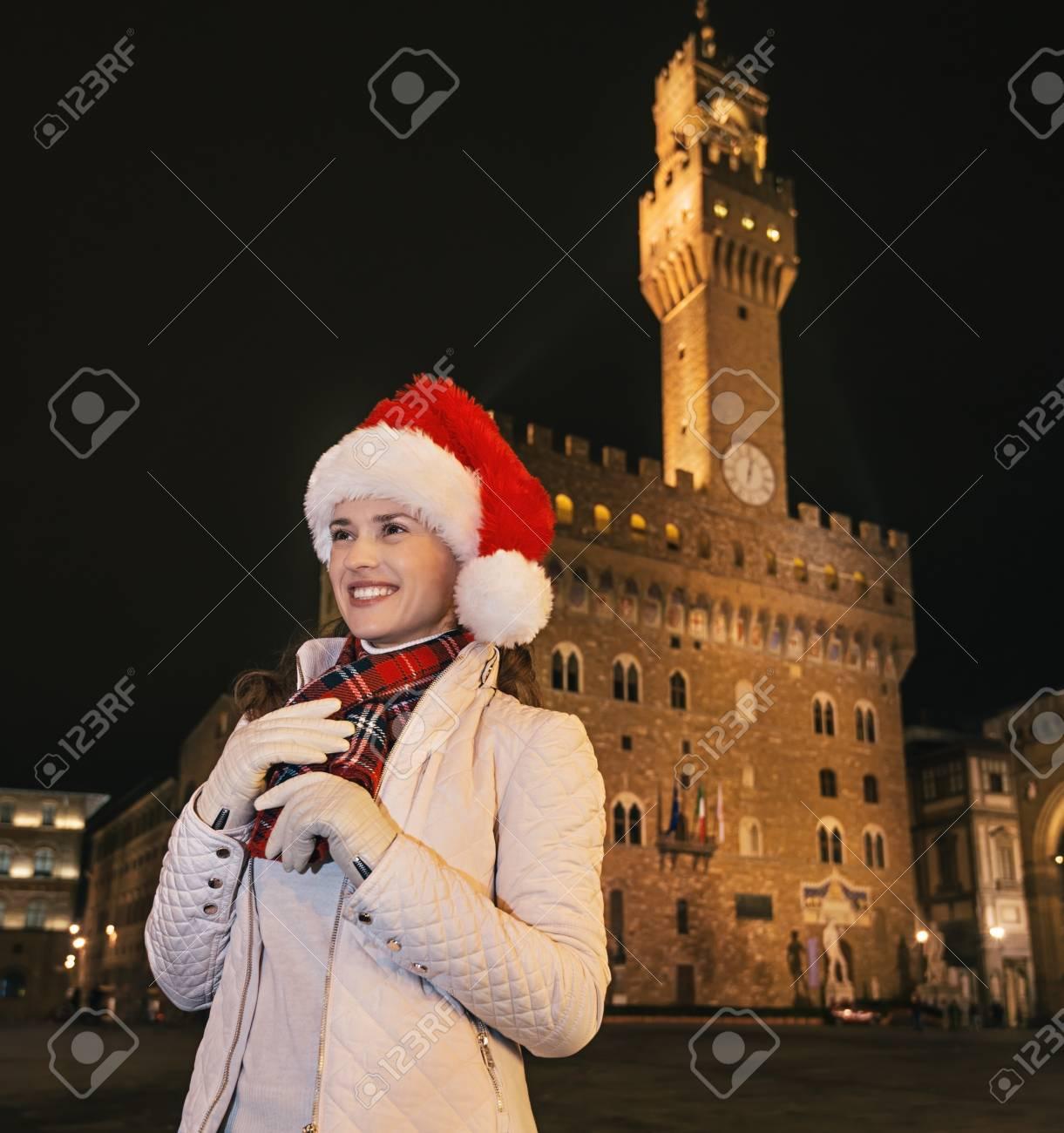 Trip Voller Inspiration In Der Weihnachtszeit In Florenz. Lächelnde ...