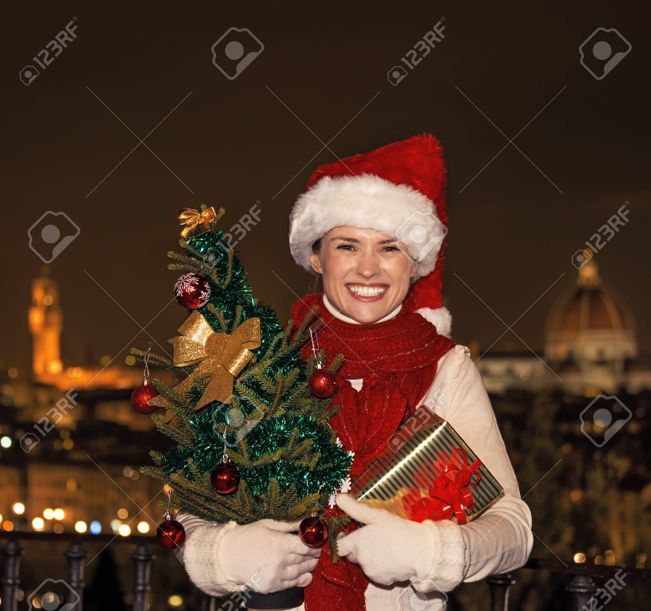Reise Voller Inspiration Zur Weihnachtszeit In Florenz. Porträt Der ...