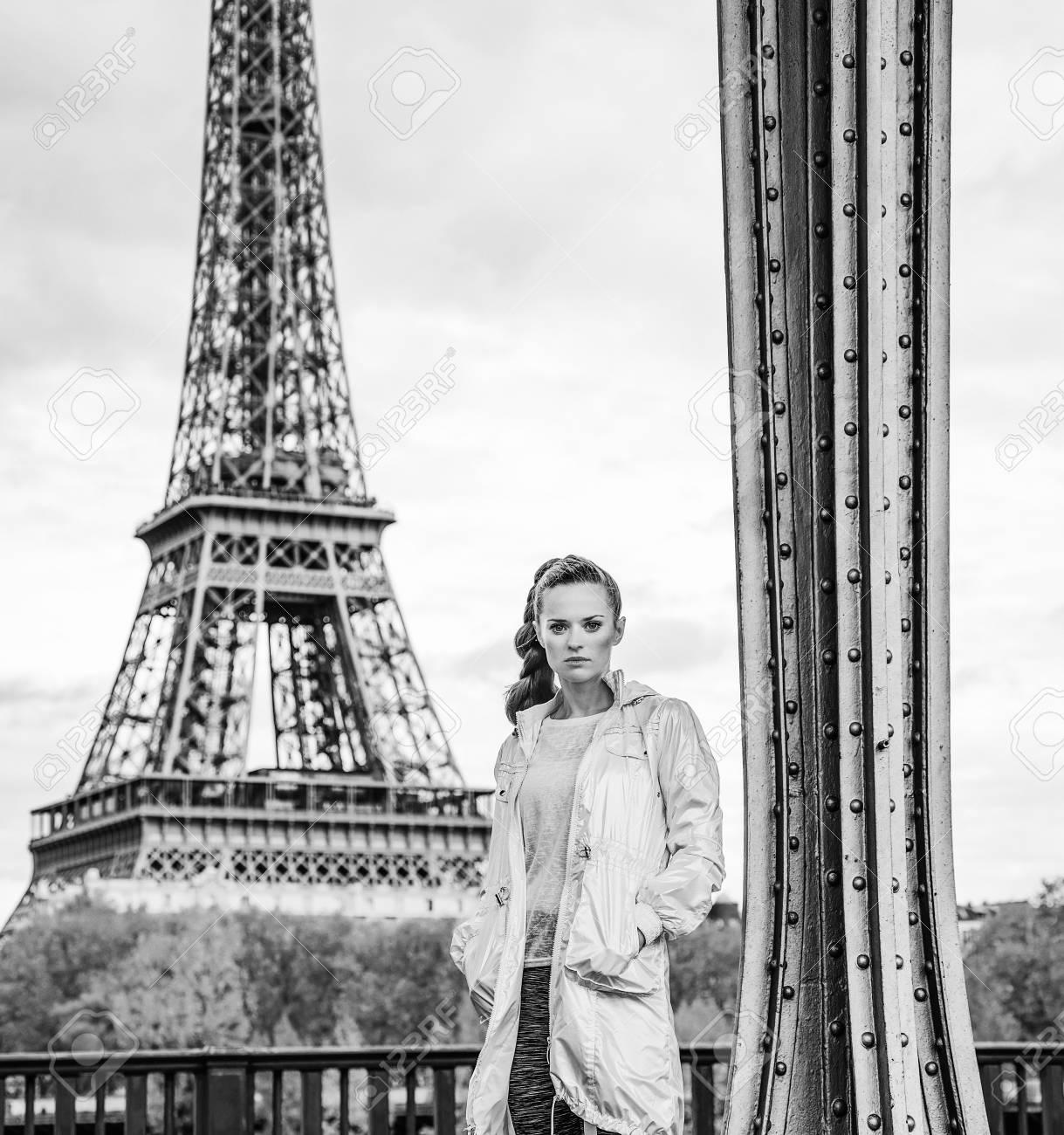 Ganzjährig Fit Hip In Paris In Voller Länge Portrait Der Jungen