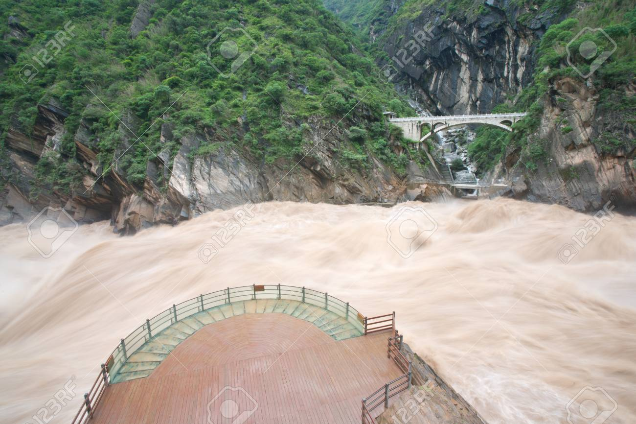 Tiger Leaping Gorge in Lijiang, Yunnan Province, China Stock Photo - 16293702