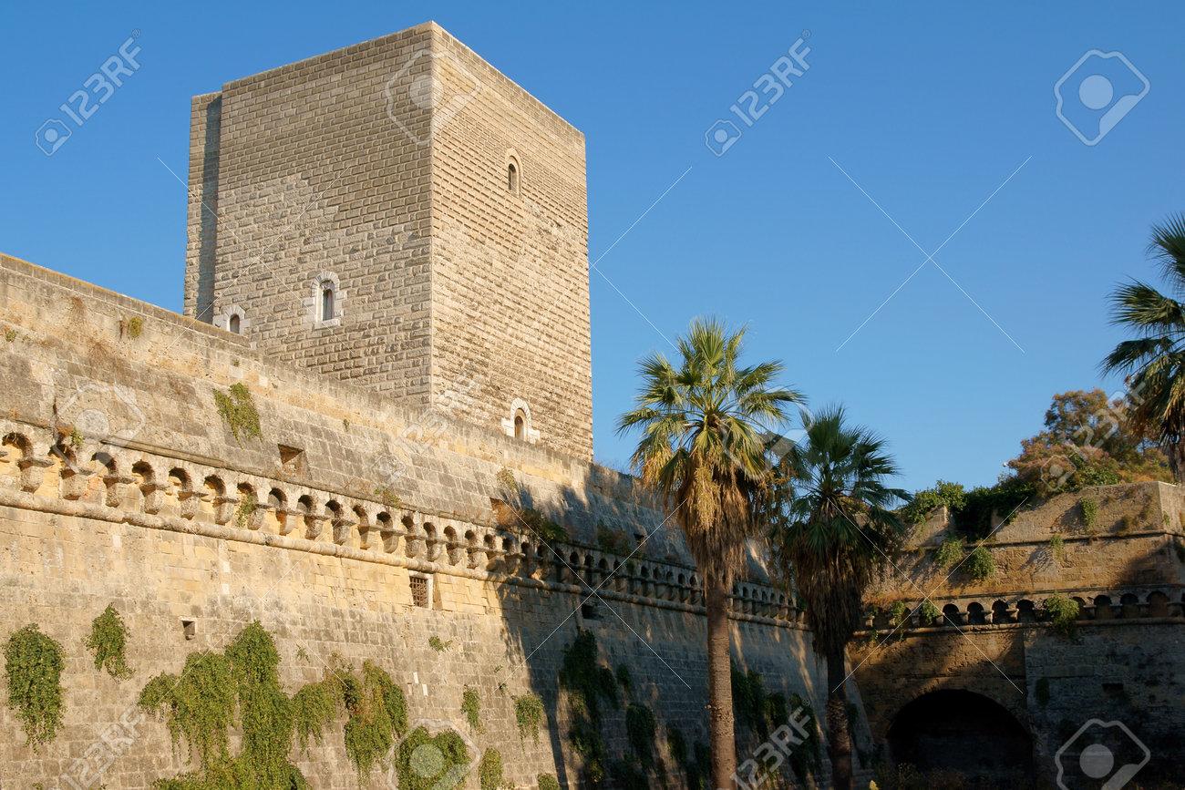 バーリのノーマン スヴェヴォ城 ...