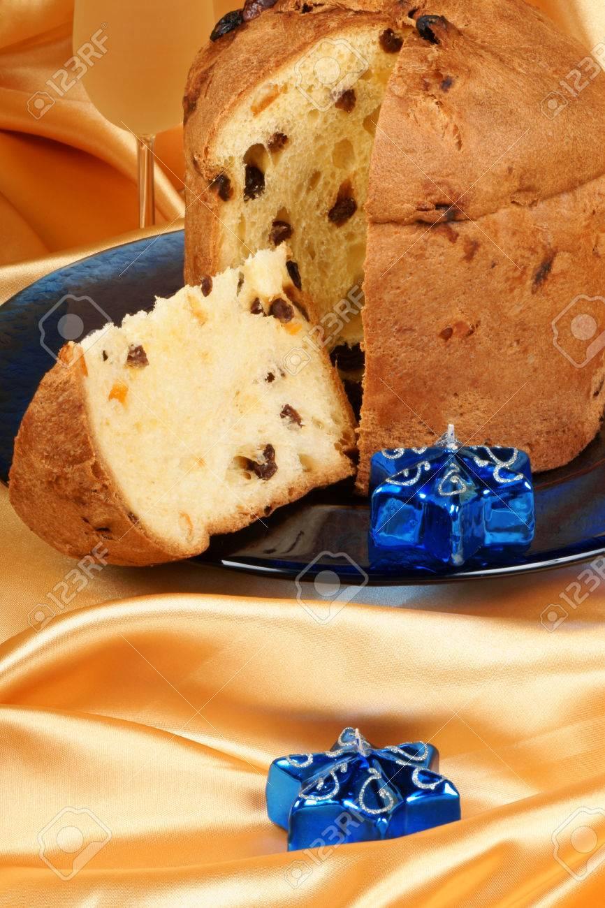 Panettone Der Italienische Weihnachten Obst Kuchen Auf Einer Platte