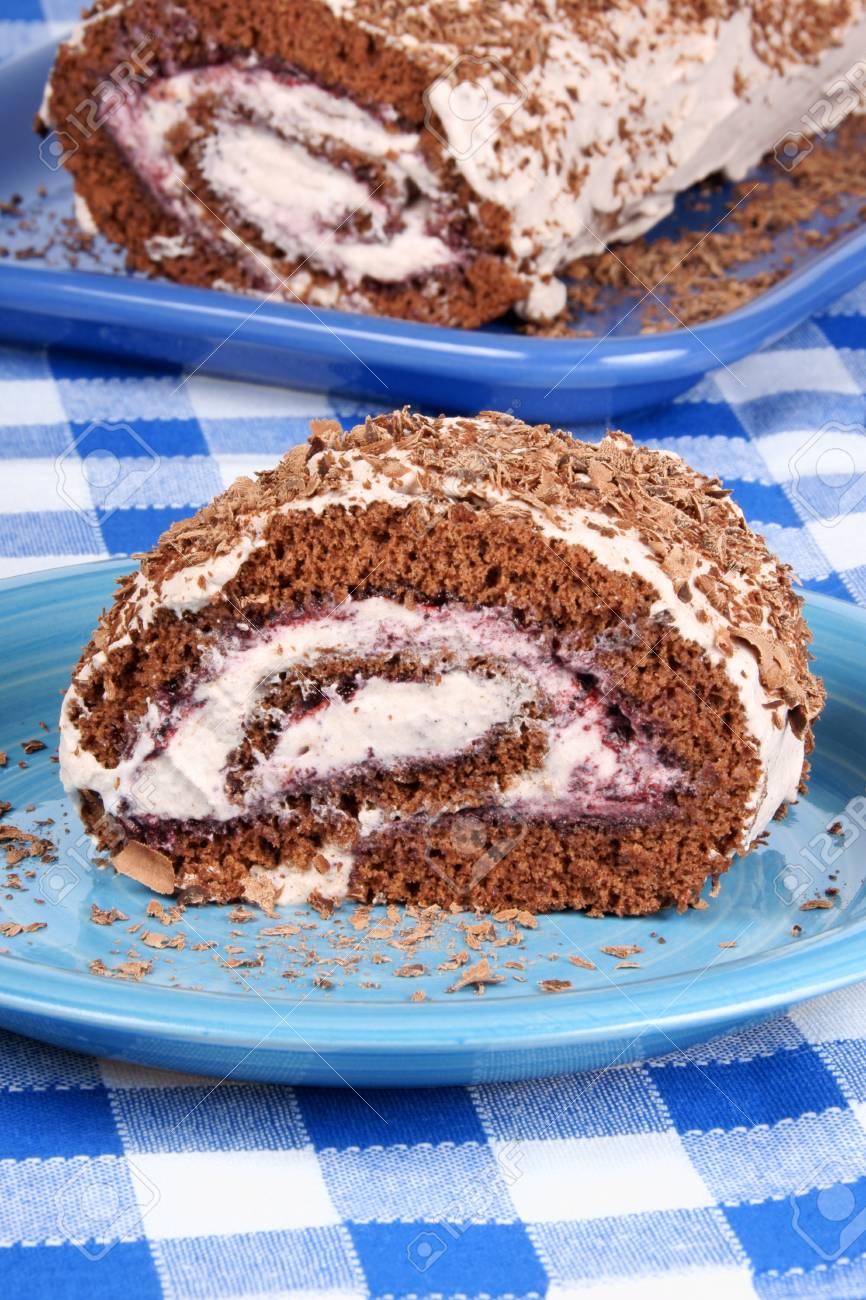 Schokolade Swiss Roll Kuchen Mit Beeren Marmelade Und Schlagsahne