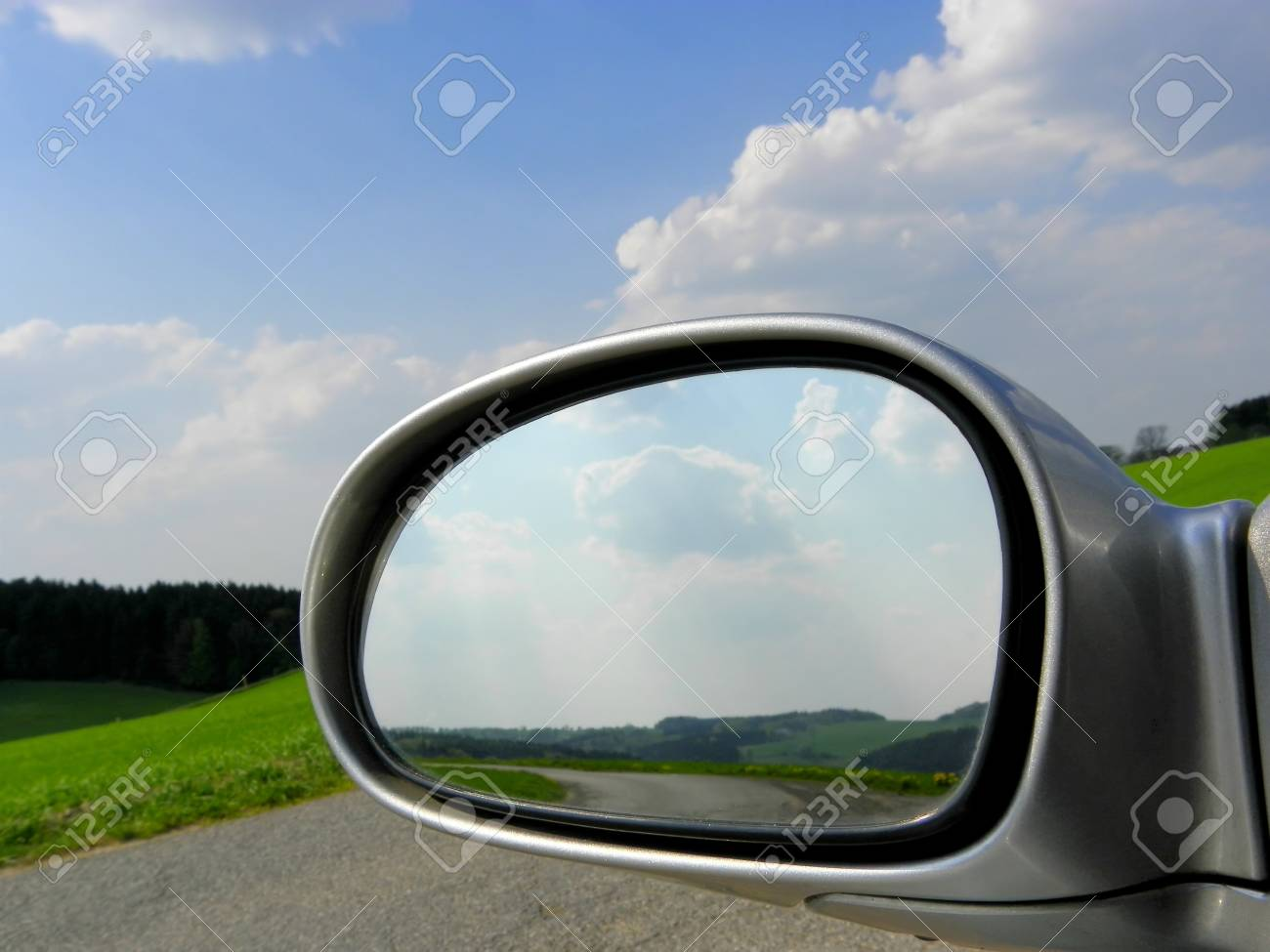 Car Mirror Standard-Bild - 9412073
