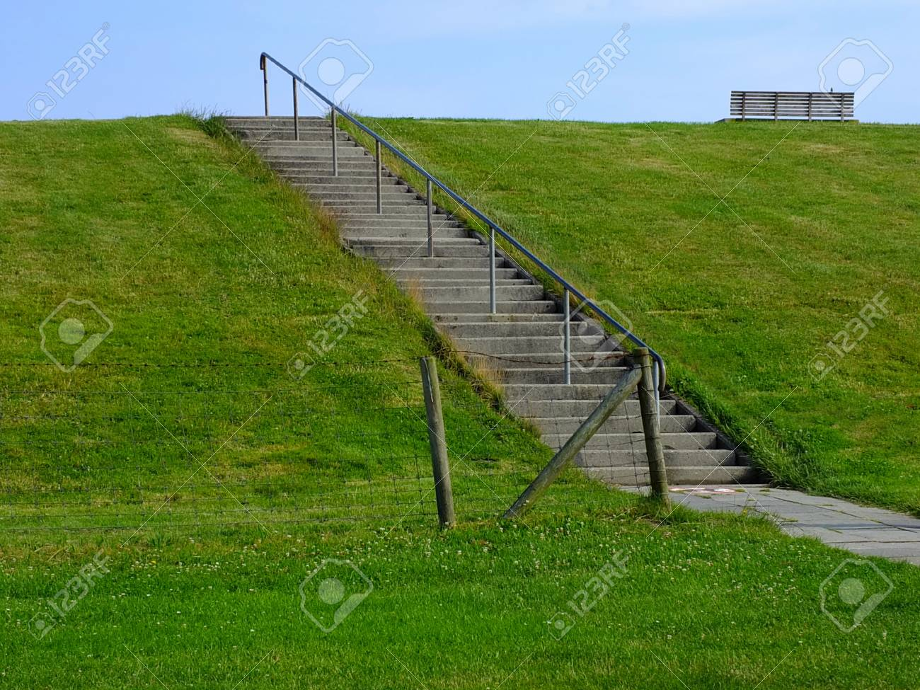 stairs on a dike along the North Sea Coast Standard-Bild - 47409630