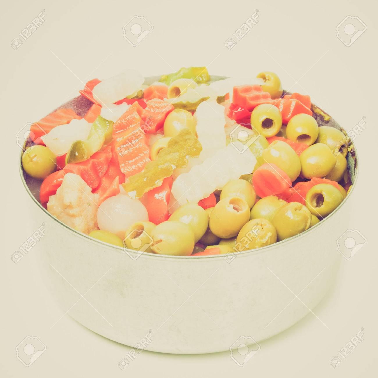 Cru Regardant Des Legumes Melanges Employe Dans Salade Russe Y