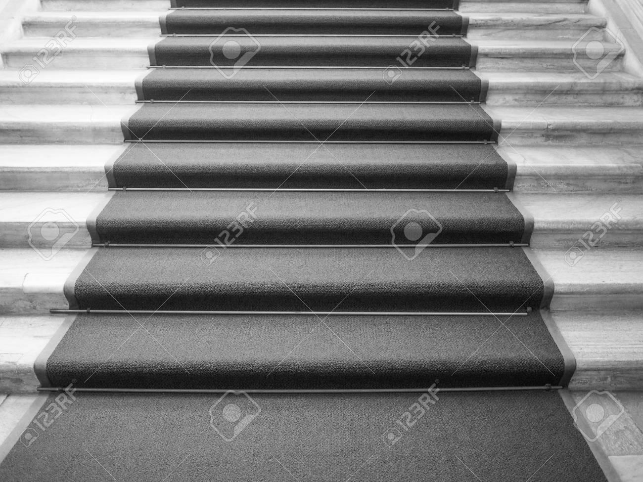 Tapis Rouge Sur Un Escalier Utilisé Pour Marquer La Route Empruntée Par Les Chefs D Etat Vips Et Des Célébrités à Des Occasions Ou Des événements