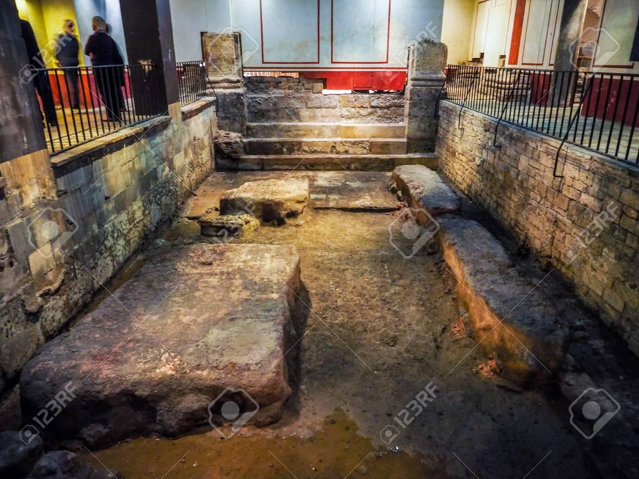 BATH, UK - CIRCA SEPTEMBER 2016: HDR Roman Baths Ancient Spa Stock ...