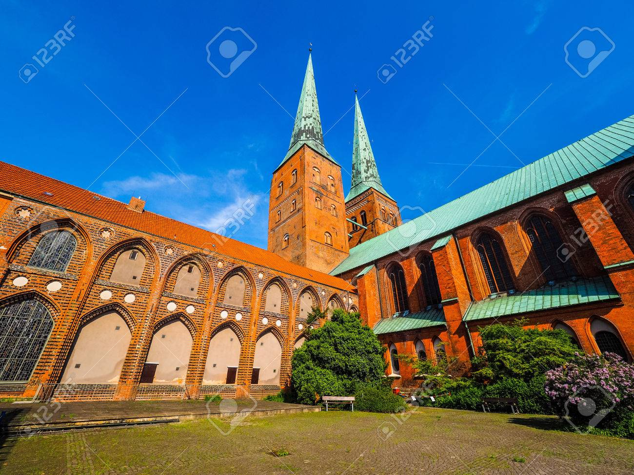 Luebecker Dom Glise Cathdrale Lbeck Allemagne Hdr Banque Dimages
