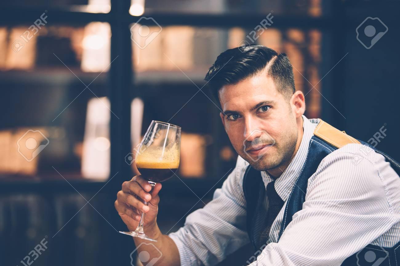 """Expresa tu momento """" in situ """" con una imagen - Página 32 66225095-retrato-de-hombre-guapo-con-copa-de-vino-llena-de-caf%C3%A9-arom%C3%A1tico"""