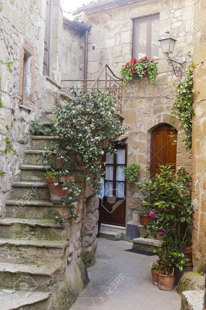 Pitigliano (Grosseto, Tuscany, Italy), old typical house Stock Photo - 11925058
