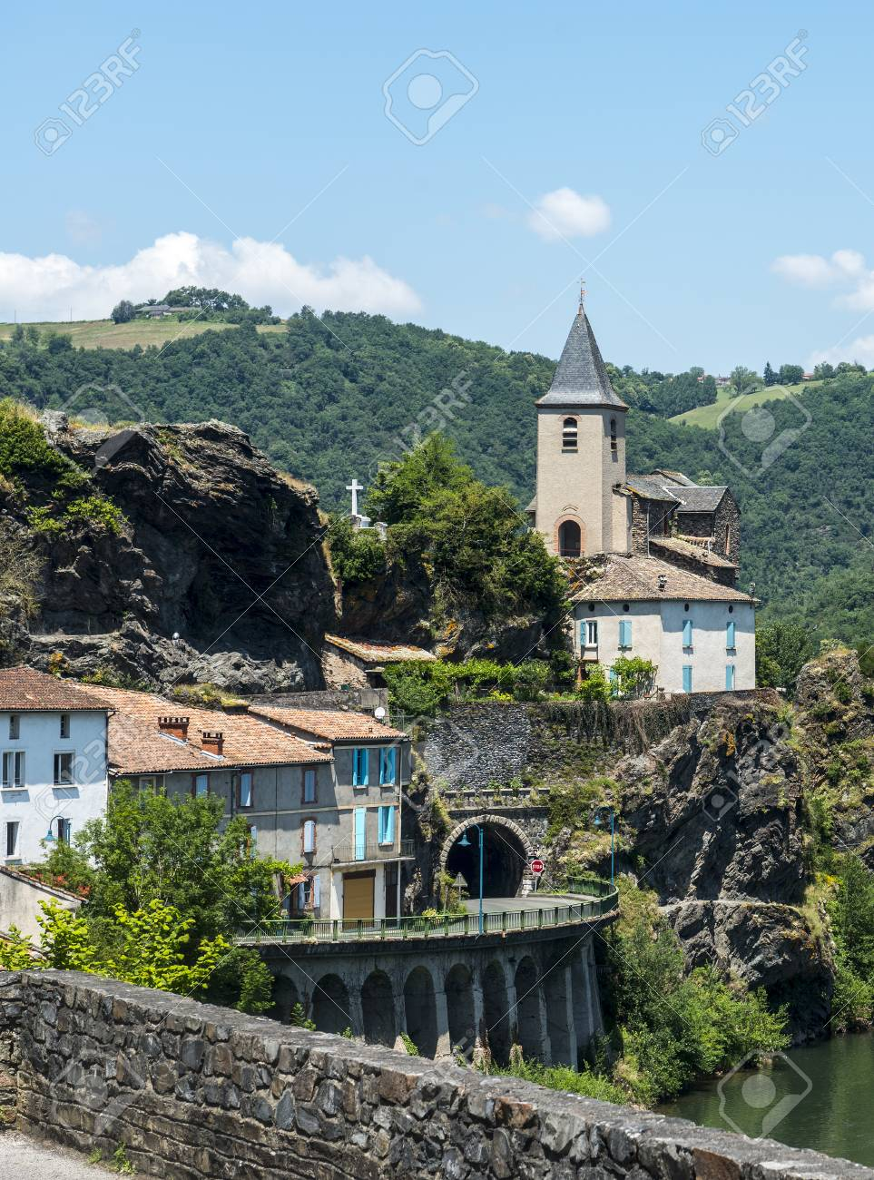 Ambialet (Tarn, Midi-Pyrenees), the old village on the Tarn river