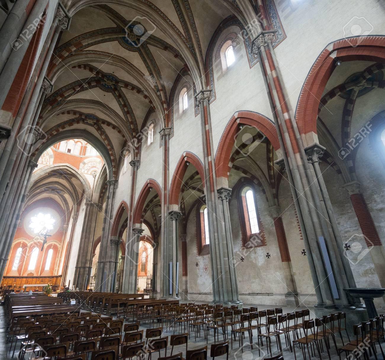 サンタンドレア教会、中世の時代...