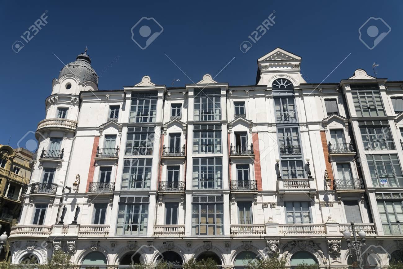 Valladolid Castilla Y León España Edificios Históricos Con Balcones Y Terrazas Típicas