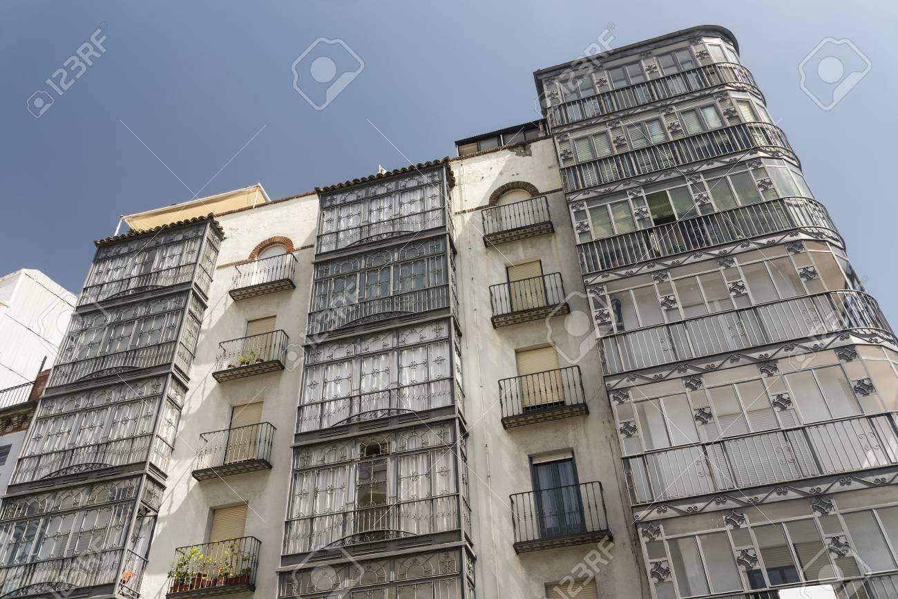 Jaén Andalucía España Fachada De Edificio Con Terrazas Típicas