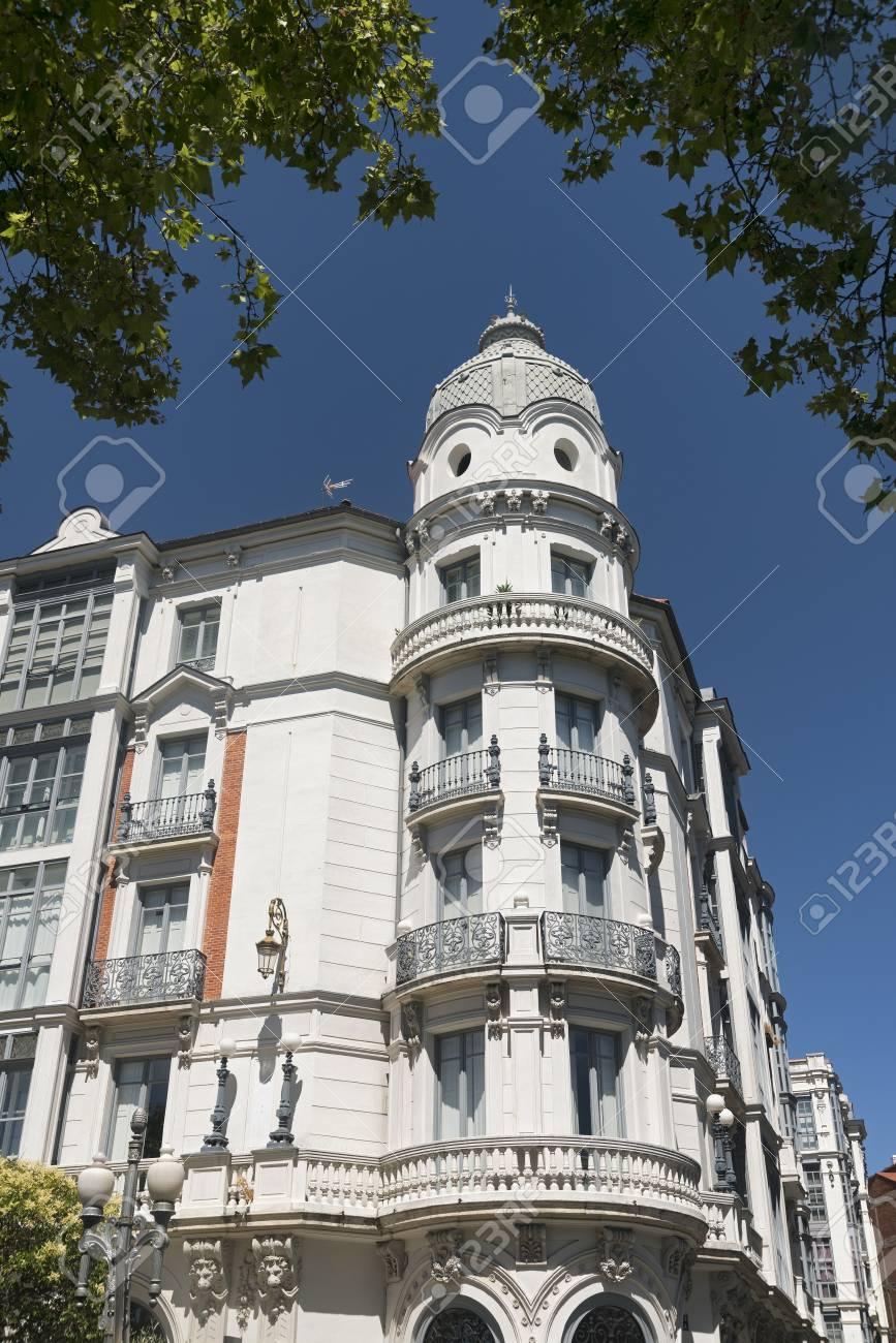 Valladolid Castilla Y León España Edificio Histórico Con Típicos Balcones Y Terrazas