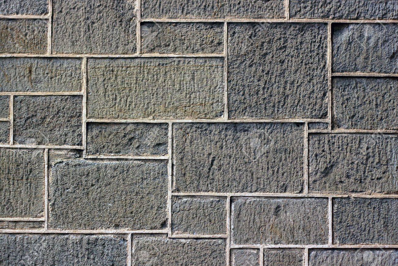 antiguo muro de bloques de piedra desparejos foto de archivo