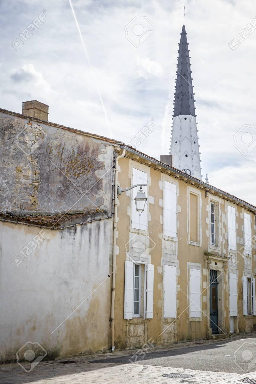 village of ars en re with saint etienne church spire ile de stock