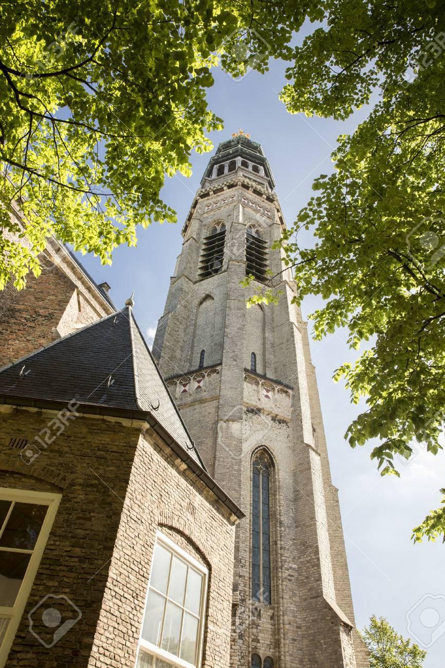 修道院の塔ランゲ 1 月、ミデル...