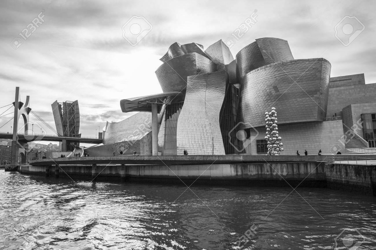 Bilbao Spanien 30 Januar 2016 Schwarz Weiss Sicht Auf Moderne Und Zeitgenossische Kunst Guggenheim Museum Entworfen Vom Amerikanischen Architekten Frank Gehry Und Im Oktober 1997 Eroffnet Lizenzfreie Fotos Bilder Und Stock Fotografie Image