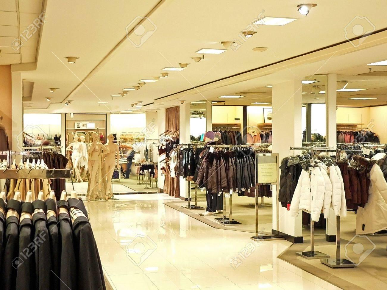 Shopping at Christmas Stock Photo - 676753