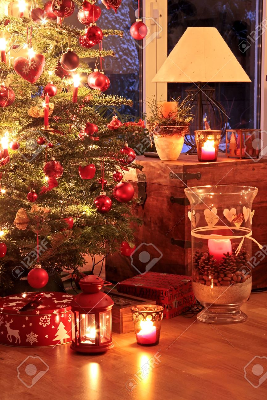 Illuminated Christmas tree in German home with candlelights Stock Photo - 7930548