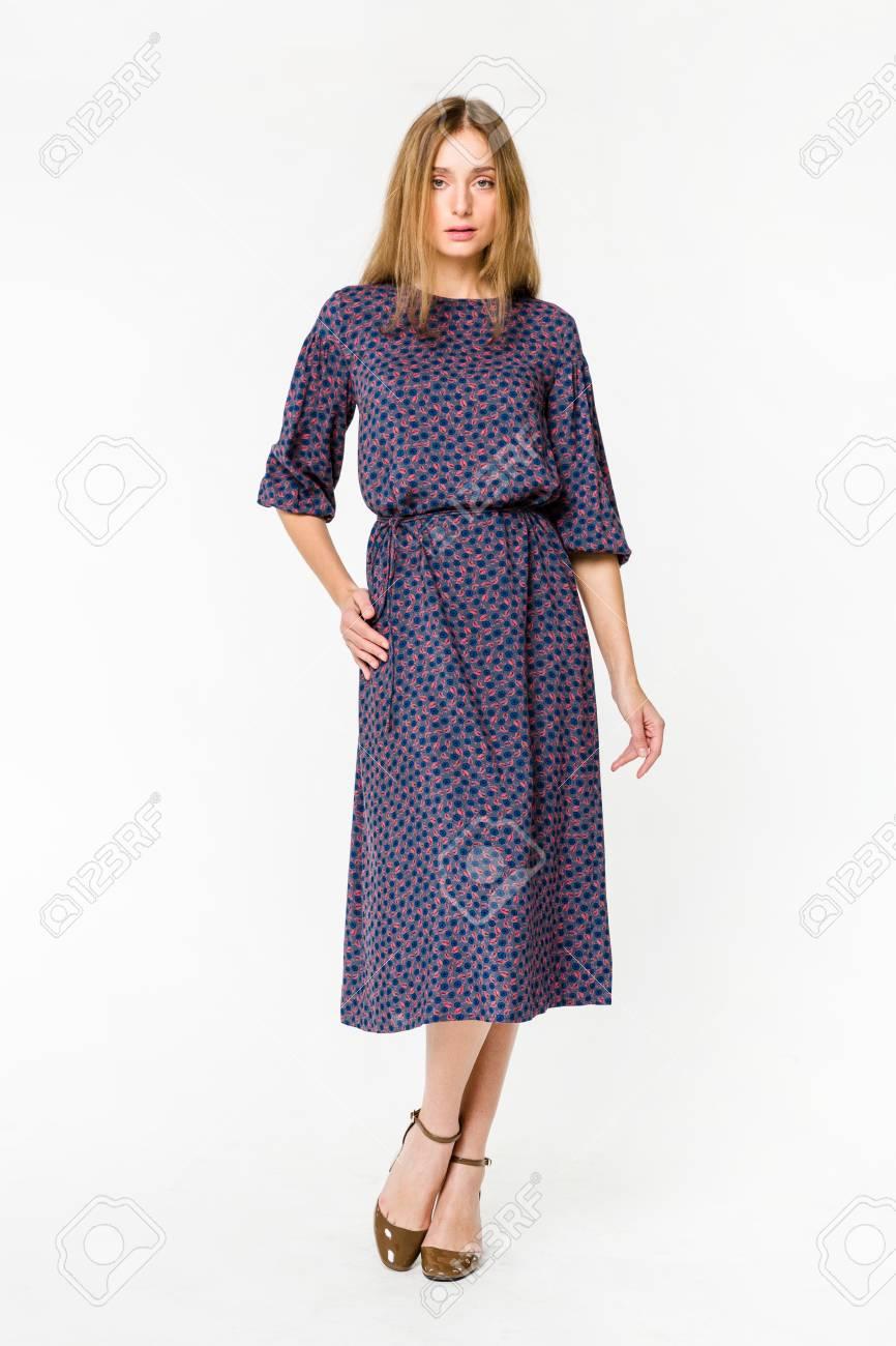 eb4904de0d5 Banque d images - Jeune femme élégante en robe d été légère
