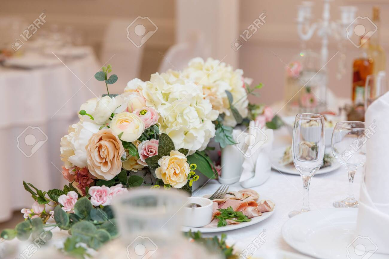 wedding table setting and decorated with flowers - 148311641