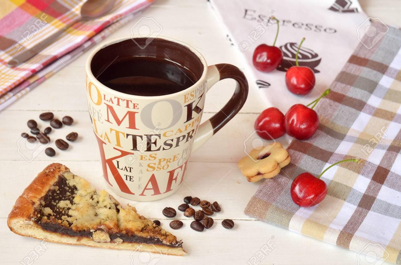 Tavolo Bianco Stile Provenzale.Immagini Stock Tazza Di Caffe In Ceramica Su Un Tavolo Di Legno