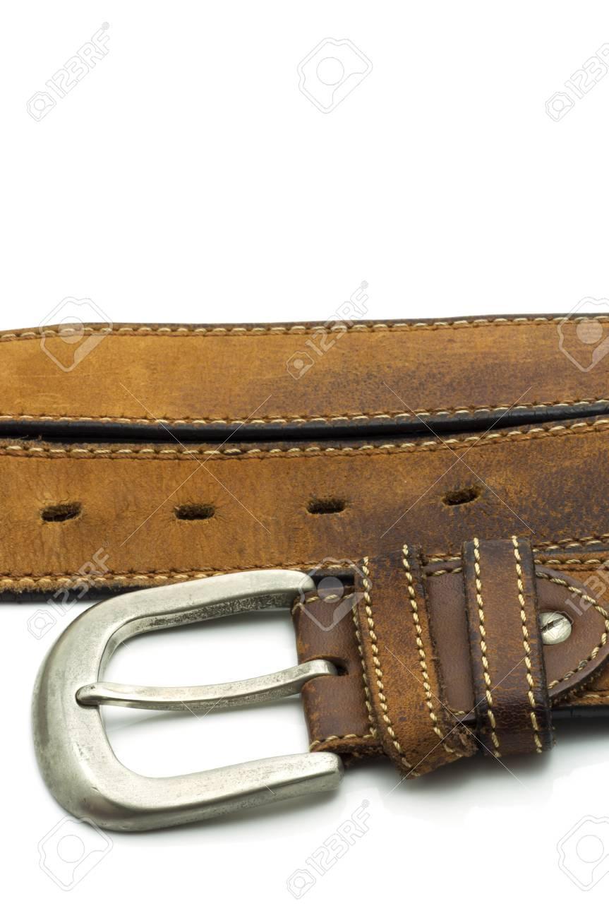Banque d images - Robuste ceinture en cuir marron avec Jean boucle d argent  isolé sur fond blanc 405f73505b9