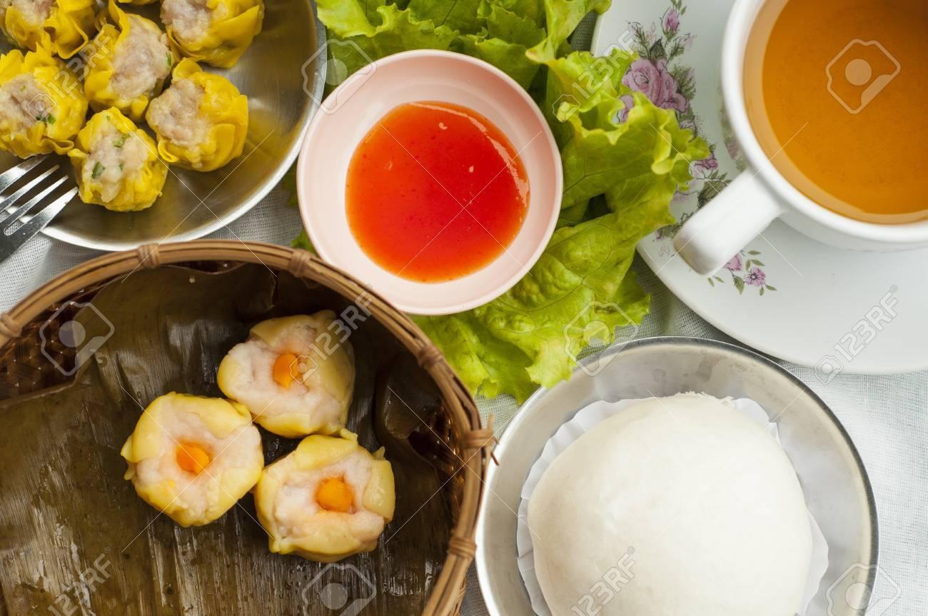 Dim sum, Chinese steamed pork , shrimp dumplings and steamed buns Stock Photo - 15911072