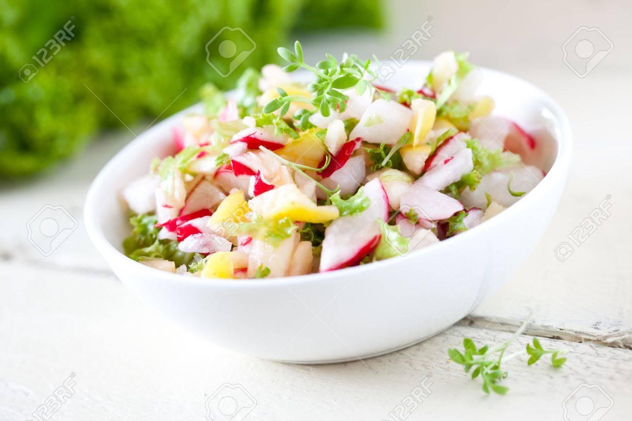 Вкусный салат с редисом рецепт