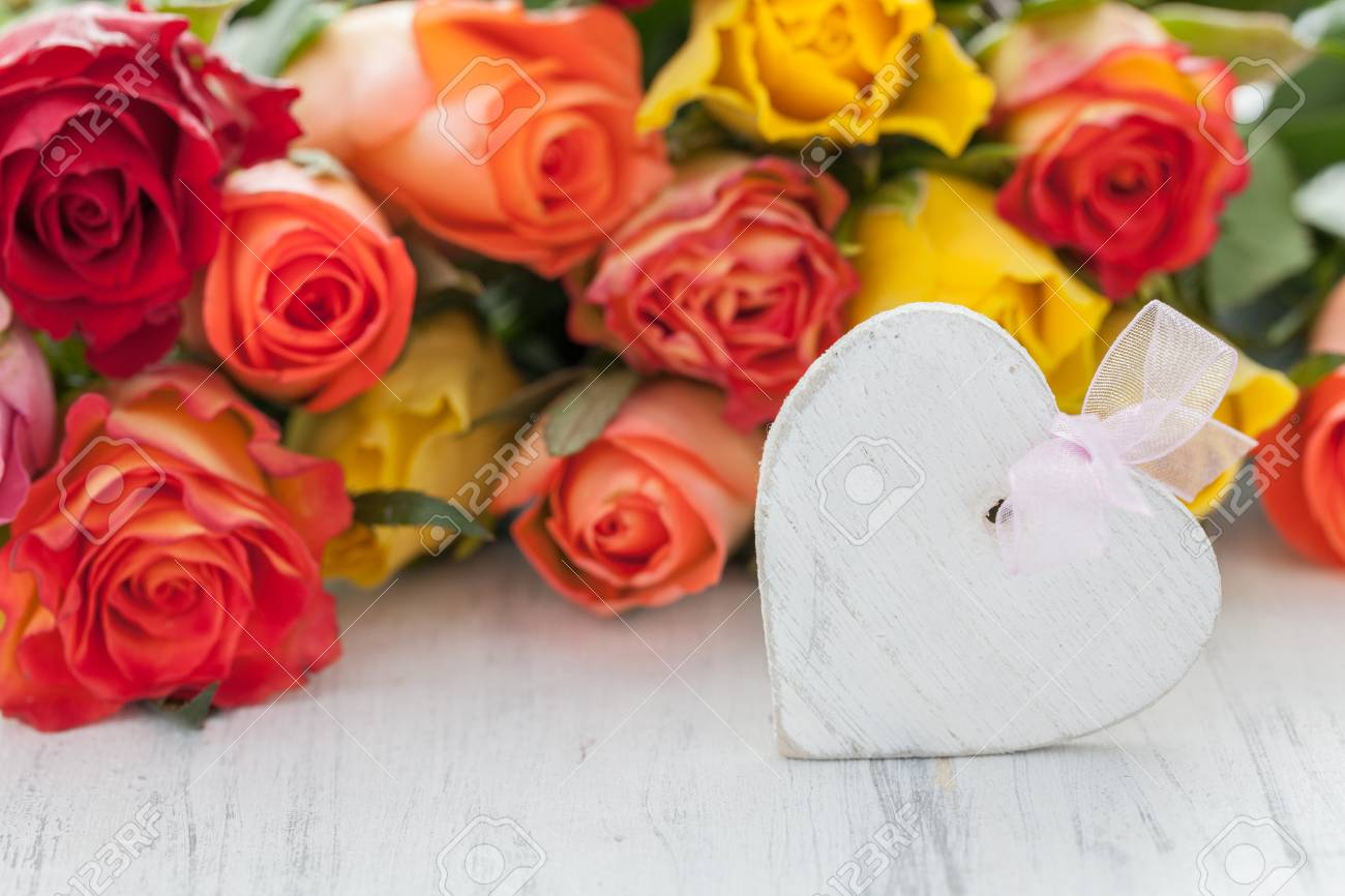 roses and heart on white Stock Photo - 18634177