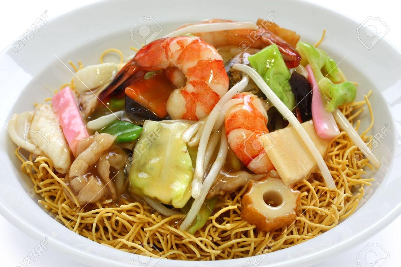 Chop Suey Auf Frittierten Nudeln, Sara Udon, Japanische Küche ...