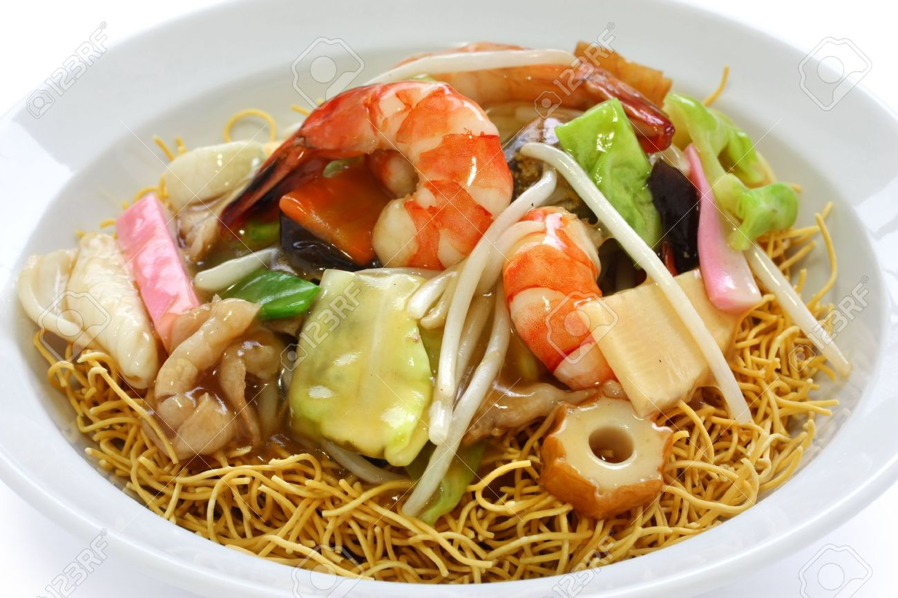 chop suey on deep-fried noodles, sara udon, japanese cuisine Stock Photo - 12882875