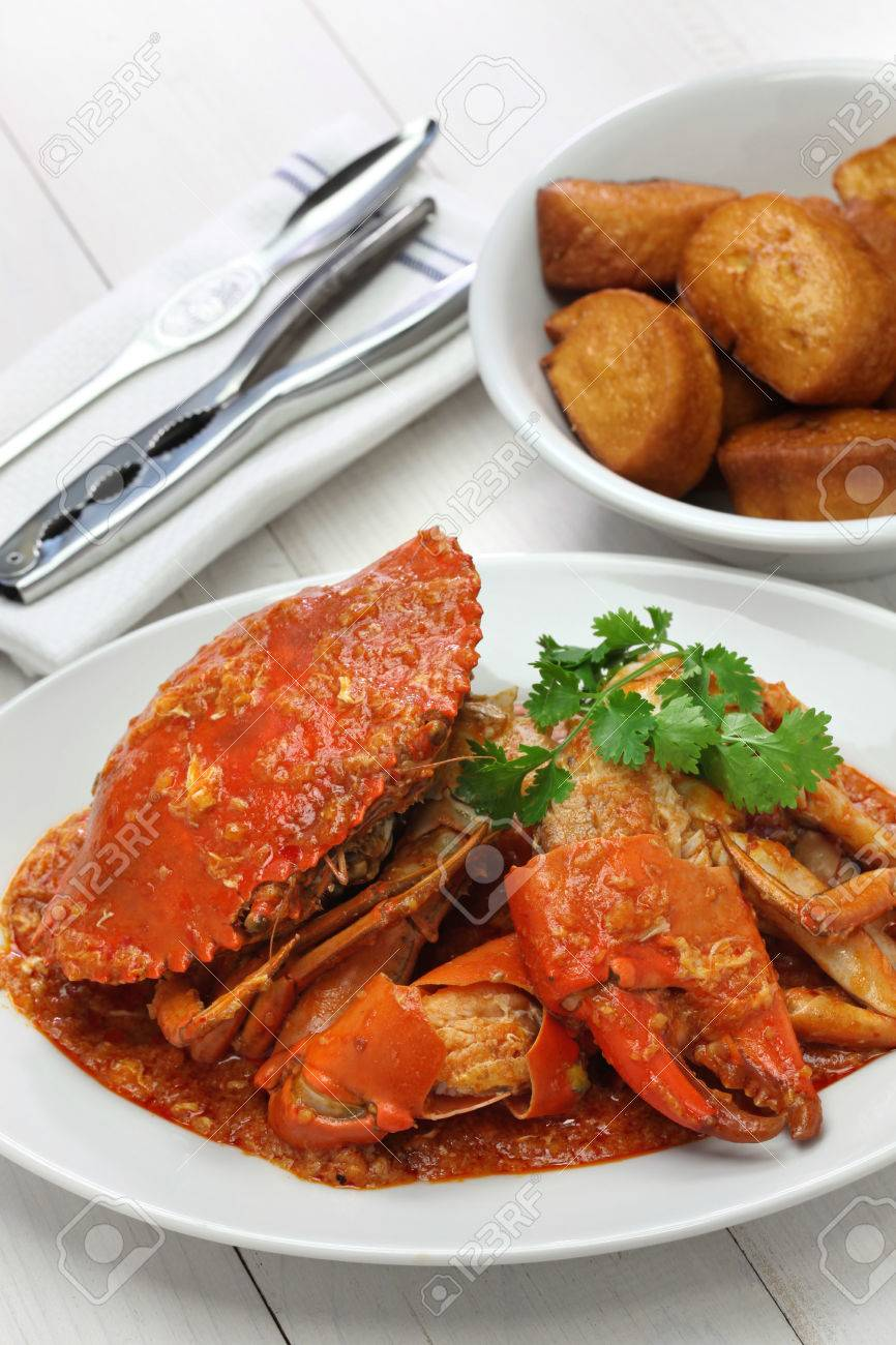 chilli mud crab with fried mantou, singapore cuisine Stock Photo - 46611862